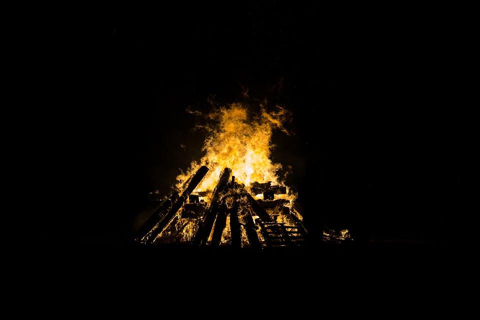 bonfire-1868331_960_720